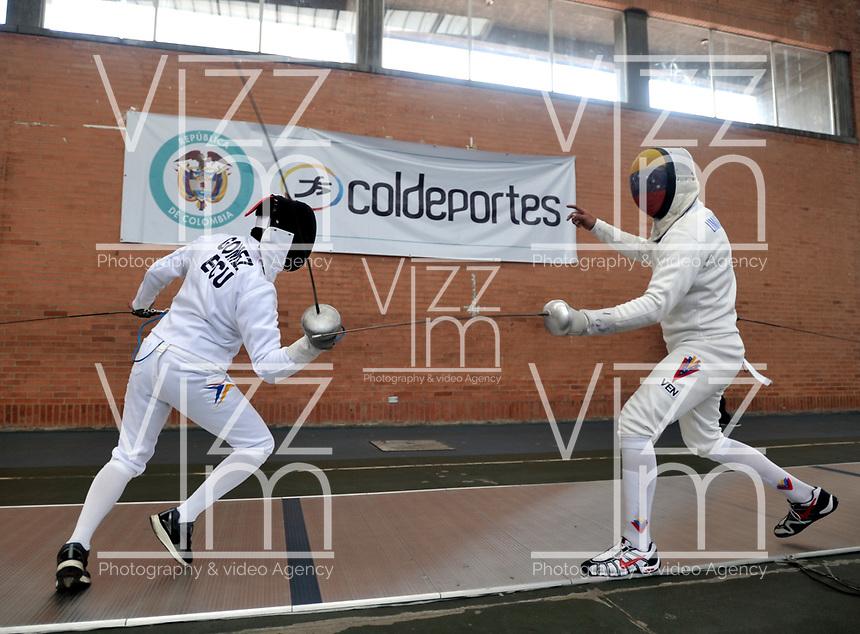 BOGOTA – COLOMBIA – 25 – 05 – 2017: Gomez (Izq.) de Ecuador y Ruben Limardo Gascon (Der.) de Venezuela, durante entreno del Gran Prix de Espada Bogota 2017, que se realiza en el Centro de Alto Rendimiento en Altura, del 26 al 28 de mayo del presente año en la ciudad de Bogota.  / Gomez (L), from Ecuador and Ruben Limardo Gascon (R) from Venezuela, during training of the Grand Prix of Espada Bogota 2017, that takes place in the Center of High Performance in Height, from the 26 to the 28 of May of the present year in The city of Bogota. / Photo: VizzorImage / Luis Ramirez / Staff.