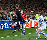 Rugby World Cup Auckland  New Zealand v Argentina Quarter Final 4 - 09/10/2011.Aaron Cruden (New Zealand) goes for a try.Photo Frey Fotosports International/AMN Images