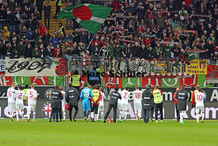 FC Augsburg bedankt sich bei den mitgereisten Fans - Eintracht Frankfurt vs. FC Augsburg