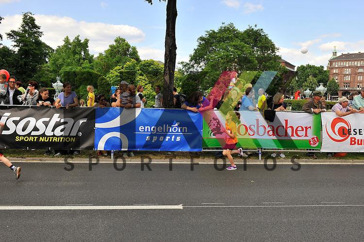 Die Zuschauer beim SAP Arena Marathon 31.05.2014.<br /> <br /> Foto &copy; Rhein-Neckar-Picture *** Foto ist honorarpflichtig! *** Auf Anfrage in hoeherer Qualitaet/Aufloesung. Belegexemplar erbeten. Veroeffentlichung ausschliesslich f&uuml;r journalistisch-publizistische Zwecke.