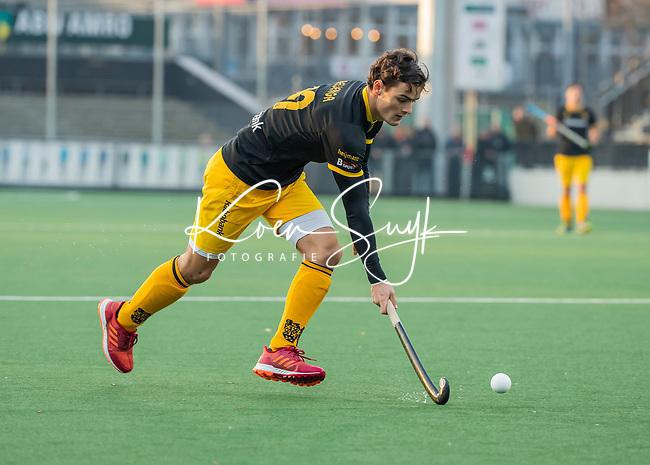 AMSTELVEEN - Tijmen Reijenga (Den Bosch)   tijdens de competitie hoofdklasse hockeywedstrijd mannen, Amsterdam- Den Bosch (2-3).  COPYRIGHT KOEN SUYK