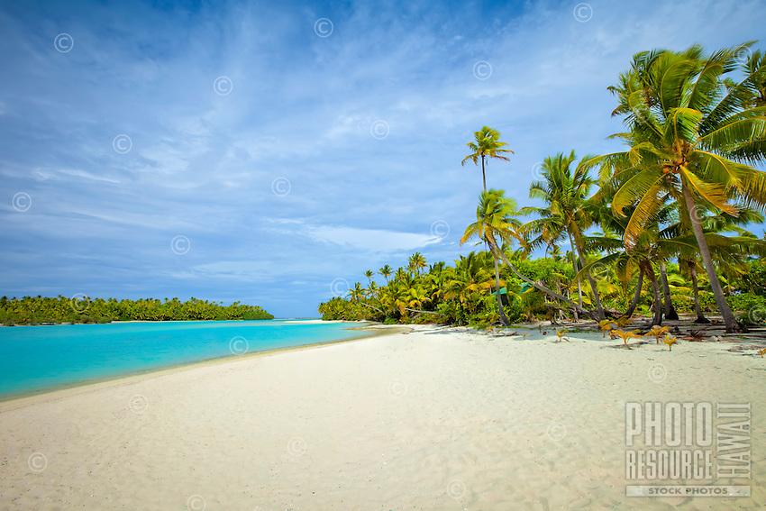 One Foot Island beach in Aitutaki Lagoon, Aitukaki Atoll, Cook Islands.