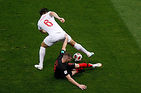 MOSCU - RUSIA, 11-07-2018: Ante REBIC (Der) jugador de Croacia disputa el balón con Harry MAGUIRE (Izq) jugador de Inglaterra durante partido de Semifinales por la Copa Mundial de la FIFA Rusia 2018 jugado en el estadio Luzhnikí en Moscú, Rusia. / Ante REBIC (R) player of Croatia fights the ball with Harry MAGUIRE (L) player of England during match of Semi-finals for the FIFA World Cup Russia 2018 played at Luzhniki Stadium in Moscow, Russia. Photo: VizzorImage / Julian Medina / Cont
