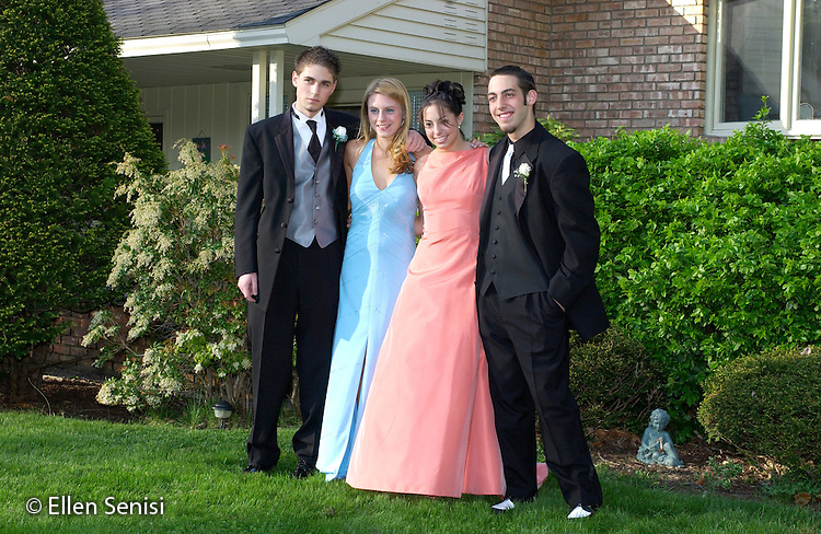 Schenectady, NY.High school couples going to junior/senior prom..©Ellen B. Senisi