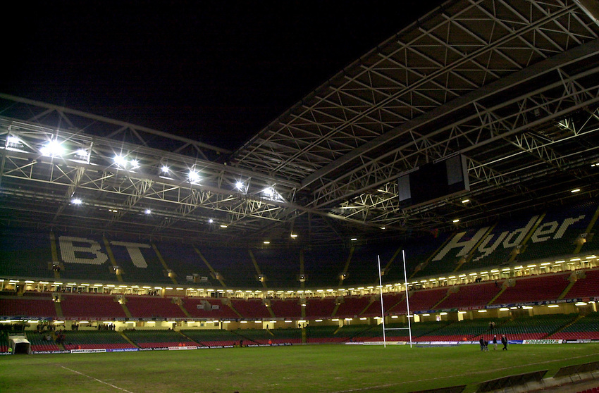Photo. Richard Lane. .Barbarians v South Africa at the Millennium Stadium, Cardiff. 10-12-2000. The Scottish Amicable Challenge..The Millenium Stadium roof is opended after the match.