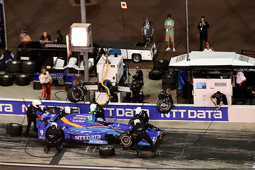 Verizon IndyCar Series<br /> Desert Diamond West Valley Phoenix Grand Prix<br /> Phoenix Raceway, Avondale, AZ USA<br /> Saturday 29 April 2017<br /> Scott Dixon, Chip Ganassi Racing Teams Honda pit stop<br /> World Copyright: Scott R LePage<br /> LAT Images