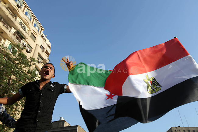 Egyptian protesters shout slogans against former President Hosni Mubarak and his aides during the third day of protests after the announcement of the verdict in their trial, in Tahrir square, Cairo, Egypt, 04 June 2012. Opposition groups have called for mass protests on 05 June against the verdict in the trial of Mubarak and security aides and against the candidacy of Ahmed Shafik, Mubarak's last premier, in the presidential election runoff. Photo by Majdi Fathi
