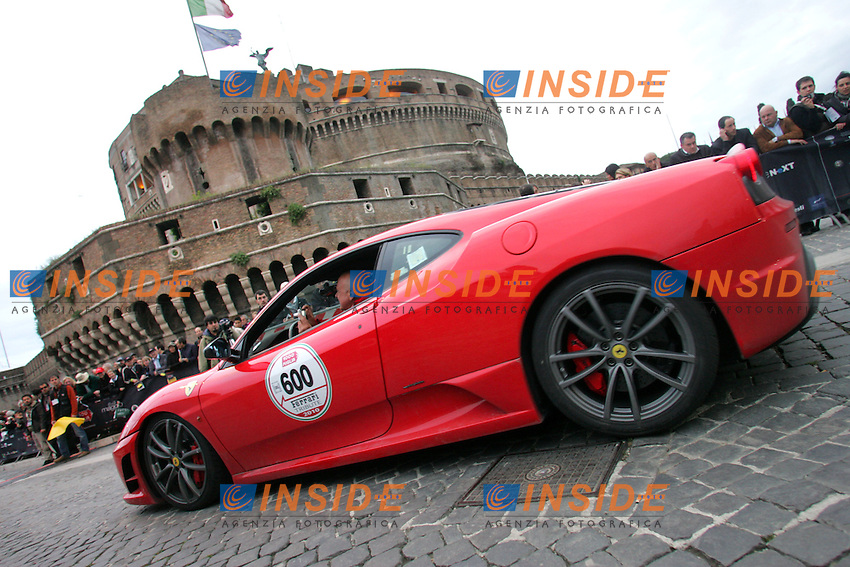 THE RACE WHERE PRECEDED BY A LINE OF MORE THAN 100 FERRARIS.<br /> <br /> Roma 07/05/2010 La storica corsa di macchine d'epoca Mille Miglia 2010 arriva a Roma a Castel Sant'Angelo.<br /> The Mille Miglia Race. Cars arriving in Rome, Castel Sant' Angelo.<br /> Photo Samantha Zucchi Insidefoto
