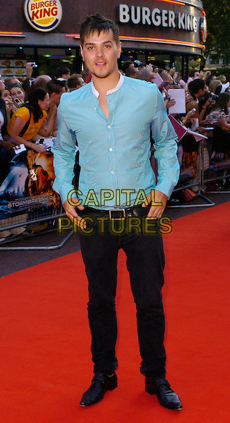 "MATT WILLIS.The ""Stormbreaker"" world premiere at Vue West End, London, UK..July 17th, 2006.Ref: CAN.full length black trousers green turquoise shirt .www.capitalpictures.com.sales@capitalpictures.com.©Capital Pictures"
