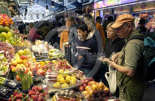 Barcelona-Spain - 18 April 2006---Stand with fresh fruit, Mercat de la Boquería (Mercado de la Boqueria)---commerce, tourism, people---Photo: Horst Wagner / eup-images