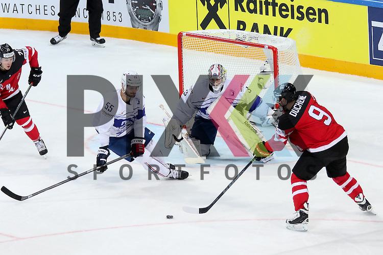 Canadas Duchene, Matt (Nr.9) allein vor Frankreichs Quemener, Ronan (Nr.33) verpasst den Puck knapp im Spiel IIHF WC15 France vs Canada.<br /> <br /> Foto &copy; P-I-X.org *** Foto ist honorarpflichtig! *** Auf Anfrage in hoeherer Qualitaet/Aufloesung. Belegexemplar erbeten. Veroeffentlichung ausschliesslich fuer journalistisch-publizistische Zwecke. For editorial use only.