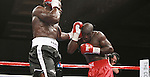 En el combate semi-estelar de esta jornada vimos un pleito que fue interesante y emotivo mientras duró. Porque el ex retador al título mediano y súper mediano colombiano Edison Miranda (34-6, 29 KOs) tuvo el mal tino de conectar dos golpes bajos