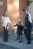 MADRI, ESPANHA, 14 SETEMBRO 2012 - O principe Felipe e a princesa Letizia levam suas filhas as princesas Leonor e Sofia para a Escola Santa Maria de Los Rosales em Madri, nesta sexta-feira dia 14. (FOTO: ALFAQUI / BRAZIL PHOTO PRESS).