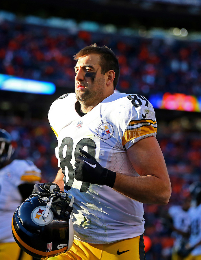 Jan 17, 2016; Denver, CO, USA; Pittsburgh Steelers tight end Matt Spaeth (89) against the Denver Broncos during the AFC Divisional round playoff game at Sports Authority Field at Mile High. Mandatory Credit: Mark J. Rebilas-USA TODAY Sports