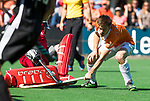 BLOEMENDAAL   - Hockey -  2e wedstrijd halve finale Play Offs heren. Bloemendaal-Amsterdam (2-2) . A'dam wint shoot outs. Thierry Brinkman (Bldaal)  COPYRIGHT KOEN SUYK
