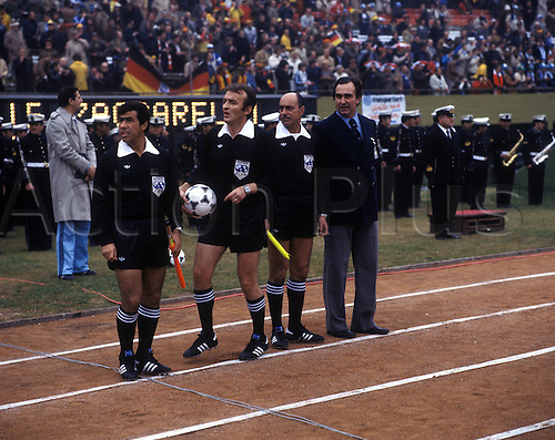 14.06.1978  BuenAires, Argentina. Referee Dusan Maksimovic (Yugo) and  Assistants Miguel Comesana (Argentina) and Archundia Gonzalez (Mexico) for the game egbtween Germany and Italy