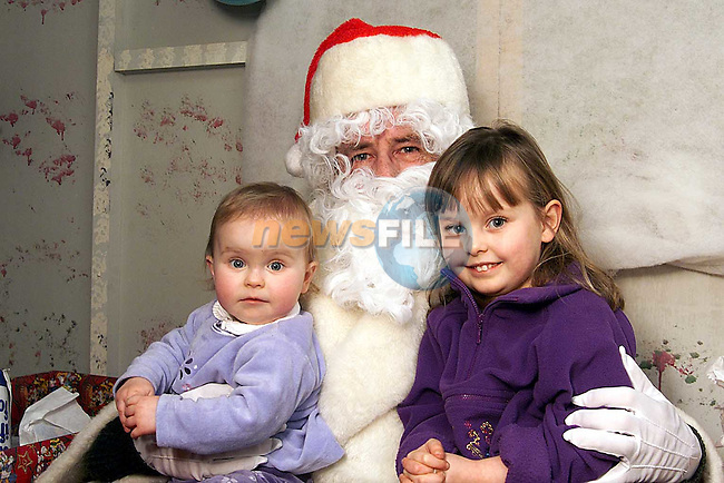 Sarah and Jennifer Kirwan from the Sycamores with Santa in the Town Centre..Picture: Paul Mohan/Newsfile