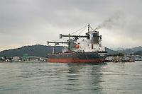 - bulk carrier ship in La Spezia harbour....- nave porta rinfuse nel porto di La Spezia