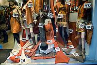 La vetrina di un negozio nel centro di Madrid