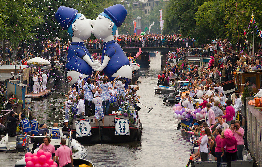 A boat filled with gay participants cruises the World Heritage canals during the annual Gay canal parade in Amsterdam August 7, 2010.The canal parade is the highlight of Gay Pride Amsterdam, which is held in the capital city every year and attracts thousands of spectators, according to local media. REUTERS/Michael Kooren (NETHERLANDS)