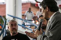 SÃO PAULO, SP, 18.12.2014 - LANÇAMENTO DA REVITALIZAÇÃO DO MERCADO DE PINHEIROS - O prefeito de São Paulo Fernando Haddad (dir) e o chefe Alex Atala participam da assinatura do termo de intenção para revitalização do mercado de Pinheiros, em parceria com o instituto ATA, na tarde desta quinta - feira (18), na zona oeste de São Paulo. (Foto: Taba Benedicto/ Brazil Photo Press)