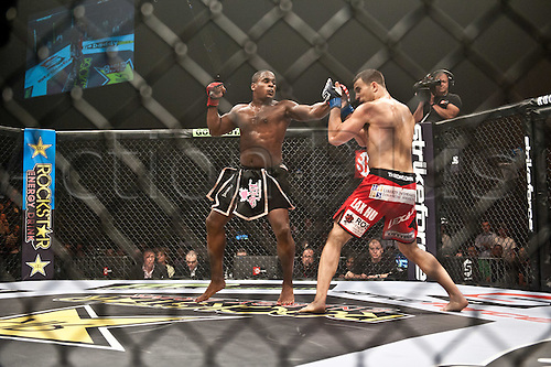 24.06.2011, Washinton, USA.   Gian Villante blocks a left hook from Lorenz Larkin during the STRIKEFORCE Challengers at the ShoWare Center in Kent, Washington. Larkin won the fight in a unanimous decision.