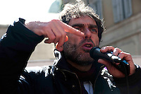 Roma 6 Marzo 2010.Il  'Popolo Viola'  in piazza Montecitorio per protestare  contro il decreto salva-liste per le elezioni regionali  approvato dal Governo Berlusconi. Gianfranco Mascia portavoce del Popolo Viola.Roma March 6, 2010.The 'Purple People' against the decree-saving lists for regional elections approved by the Berlusconi government..Gianfranco Mascia  representative of the people purple.