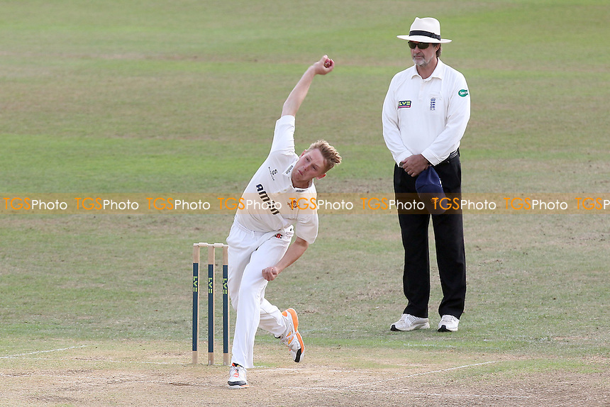 Jamie Porter in bowling action for Essex - Leicestershire CCC vs Essex CCC - LV County Championship Division Two Cricket at Grace Road, Leicester - 16/09/14 - MANDATORY CREDIT: Gavin Ellis/TGSPHOTO - Self billing applies where appropriate - contact@tgsphoto.co.uk - NO UNPAID USE