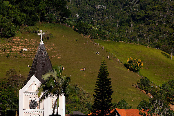 Domingos Martins_ES, Brasil...Torre da igreja da cidade de Domingos Martins...The tower church in Domingos Martins...Foto: LEO DRUMOND / NITRO