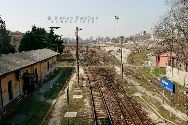 Milano, periferia sud. Ex scalo merci e stazione ferroviaria di porta romana in disuso --- Milan, south periphery. Former freight railway yard of Milan Romana Gate now in disuse