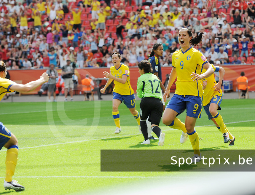 Fifa Women's World Cup Germany 2011 : Colombia - Sweden at Bayarena Leverkusen : Jessica Landstrom scoort.foto DAVID CATRY / Vrouwenteam.be
