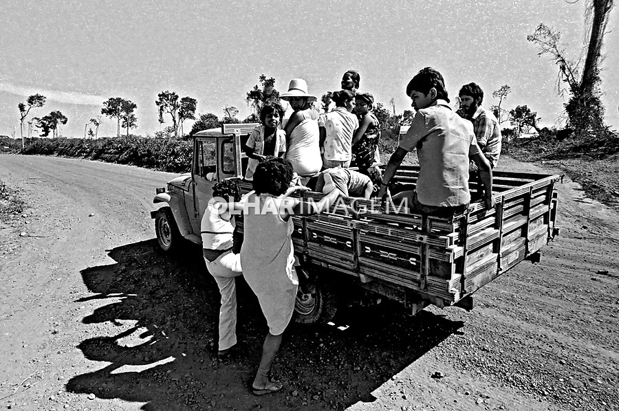Transporte de familias de posseiros. Redenção. Pará. 1980. Foto de juca Martins.