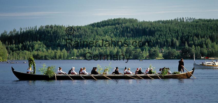 Sweden, Province Dalarnas laen, Leksand: Midsummer, church boat at Lake Siljan | Schweden, Provinz Dalarnas laen, Leksand: Kirchboot auf dem Siljan See zur Mittsommerfeier