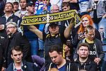 Stockholm 2015-07-30 Fotboll Kval Uefa Europa League  AIK - Atromitos FC :  <br /> AIK-supporter h&aring;ller upp en halsduk med texten &quot; Svenska m&auml;stare 2009 &quot; inf&ouml;r matchen mellan AIK och Atromitos FC <br /> (Foto: Kenta J&ouml;nsson) Nyckelord:  AIK Gnaget Tele2 Arena UEFA Europa League Kval Kvalmatch Atromitos FC Grekland Greece supporter fans publik supporters