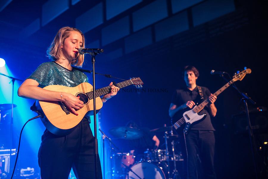 Perwez, Belgique: Maria-Laetitia et François du groupe Sonnfjord, lors d'un concert en première partie du concert de Konoba à la salle Perwex, le 23 février 2018.