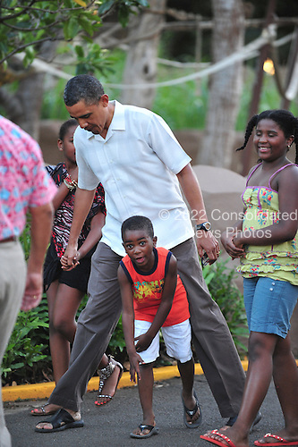 United States President Barack Obama holds daughter Sasha's hand as Xavier Nesbitt accidentally gets in front of the President as the first family and friends visit the Honolulu Zoo, Honolulu, Hawaii on Monday, January 3, 2011..Credit: Cory Lum / Pool via CNP