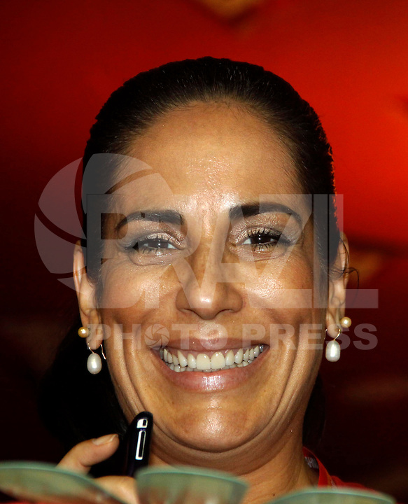 RIO DE JANEIRO, RJ, 08 DE MARÇO DE 2011 - CARNAVAL RJ - CAMAROTES - A atriz Glória Pires durante o segundo dia de Desfile das Escolas de Samba do Grupo Especial do Rio de Janeiro, na Marquês de Sapucaí (Sambódromo), no centro da cidade, na noite desta terça-feira (8). (FOTO: WILLIAM VOLCOV / NEWS FREE).