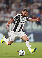 Calcio, Champions League: Juventus vs Siviglia: Torino, Juventus Stadium, 14 settembre 2016. <br /> Juventus' Gonzalo Higuain in action during the Champions League Group H football match between Juventus and Sevilla at Turin's Juventus Stadium, 16 September 2016.<br /> UPDATE IMAGES PRESS/Isabella Bonotto