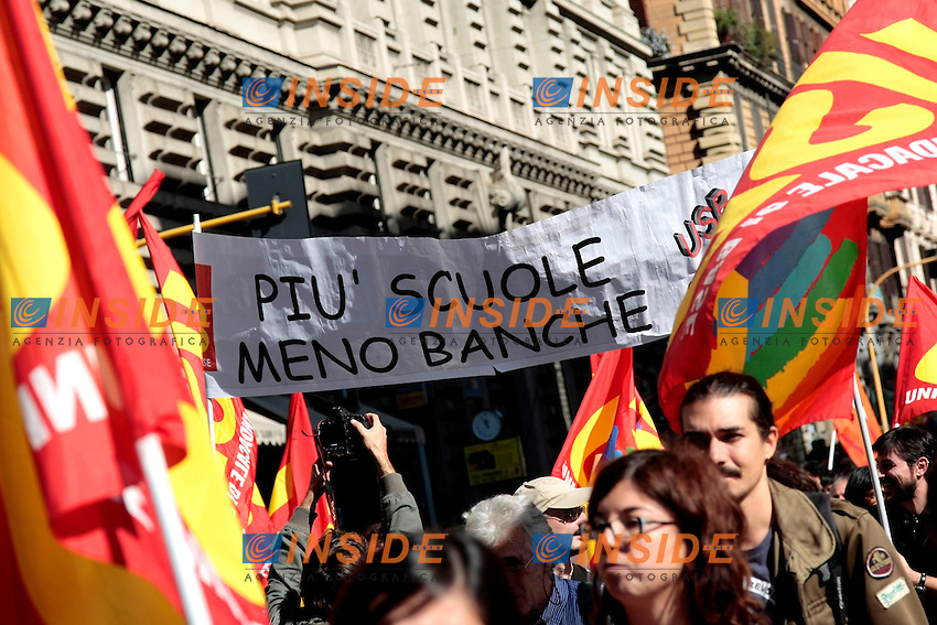 Striscione pi&ugrave;' scuole meno banche<br /> Roma 18-10-2013 Manifestazione dei sindacati di base USB e COBAS in occasione dello sciopero nazionale dei lavoratori.<br /> Strike and demonstration of the Left Trade Unions<br /> Photo Samantha Zucchi Insidefoto