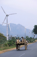INDIA Tamil Nadu Cape Comorin, contrast modern between traditional, farmer with bullock cart and site for wind turbines / INDIEN Kap Komorin, Farmer mit Ochsenkarren vor Windpark