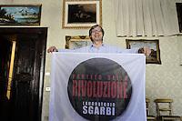 Roma 14 Luglio 2012.Vittorio Sgarbi presenta il suo Partito della Rivoluzione, laboratorio Sgarbi..Nella foto, Vittorio Sgarbi con il simbolo del partito