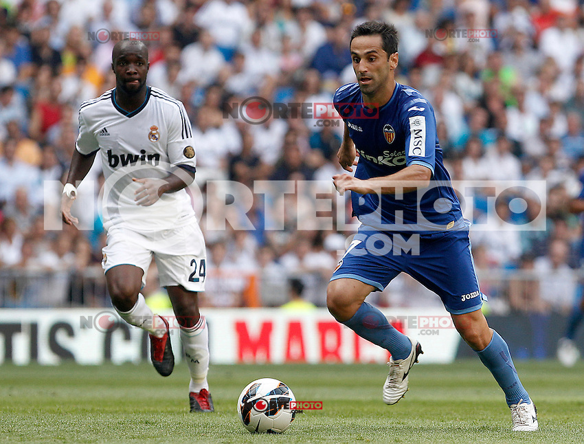 Real Madrid's Lass Diarra (l) and Valencia's Jonas during La Liga match.August 19,2012. (ALTERPHOTOS/Acero) /NortePhoto.com<br /> <br />  **CREDITO*OBLIGATORIO** *No*Venta*A*Terceros*<br /> *No*Sale*So*third* ***No*Se*Permite*Hacer Archivo***No*Sale*So*third*