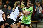 v. li. im Zweikampf &nbsp;Lotte Prak (Vulkan-Ladies Koblenz/Weibern) und Nicole Dinkel (Frisch Auf Goeppingen Frauen) mit Ball<br />  im Spiel TPSG FA Goeppingen - VL Koblenz / Weibern.<br /> <br /> Foto &copy; P-I-X.org *** Foto ist honorarpflichtig! *** Auf Anfrage in hoeherer Qualitaet/Aufloesung. Belegexemplar erbeten. Veroeffentlichung ausschliesslich fuer journalistisch-publizistische Zwecke. For editorial use only.