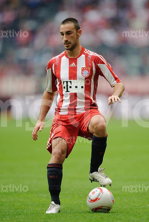 Fussball Bundesliga Saison 2010/2011 FC Bayern Muenchen - 1. FC Koeln Diego CONTENTO (FCB).