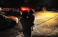 27.05.2012 - Bairro Rochdalle - Osasco-SP - Praça Anezio Cabral - Zona Oeste de SP -  Populares em confronto com a Polícia Militar. Acontece no local nos finais de semana a tradicional quermesse (Igreja São João Batista).<br /> Crédito: Francisco Cepeda / Brazil Photo Press