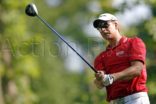 24 May 2007: Swedish golfer Henrik Stenson (SWE) watches his drive from the 4th Tee during the first round of the BMW PGA Championship, West Course, Wentworth, England. Photo: Glyn Kirk/Actionplus....070524 golf