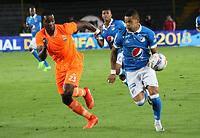 BOGOTA - COLOMBIA, 29-09-2017:Ayron Del Valle (Der.) jugador  de Millonarios  disputa el balón con Eliecer Yosimar Quinones (Izq.) de Envigado FC durante partido por la fecha 14 de la Liga Águila II 2017 jugado en el estadio Nemesio Camacho  El Campín  de la ciudad de Bogotá . / Ayron Del Valle (R) player of Millonarios  struggles the ball with Eliecer Yosimar Quinones (L) player of Envigado FC during match for the date 14 of the Aguila League II 2017 played at Nemesio Camacho El Campín stadium in Bogota city. Photo: Vizzorimage / Felipe Caicedo / Staff