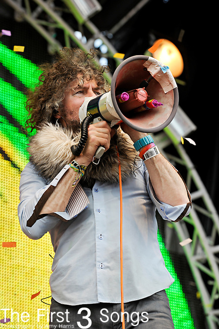 Wayne Coyne of The Flaming Lips performs during day three of the Dave Matthews Band Caravan at Lakeside on July 10, 2011 in Chicago, Illinois.