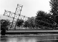 La croix du Mont Royal sur la rue Sherbrooke de Pierre Ayot et Denis Forcier.<br /> RÈplique renversÈe de la croix illuminÈe du Mont-Royal qui domine MontrÈal. Photographie de l'installation qui provient de l'exposition Corridart dans la rue Sherbrooke. Photographie de Gabor Szilasi, reproduite avec sa permission.<br /> Juillet 1976.<br /> Source : UniversitÈ Concordia, Service des archives, P211-02-1.