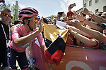 Race leader Maglia Rosa Richard Carapaz (ECU) Movistar Team arrives at sign on before Stage 19 of the 2019 Giro d'Italia, running 151km from Treviso to San Martino di Castrozza, Italy. 31st May 2019<br /> Picture: Massimo Paolone/LaPresse | Cyclefile<br /> <br /> All photos usage must carry mandatory copyright credit (© Cyclefile | Massimo Paolone/LaPresse)